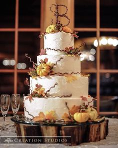 The perfect fall wedding cake! Featured Cake: The Flour Garden via Wed Memphis