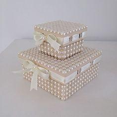 Agora temos as caixinhas com passa fita! Ficam lindas e super delicadas! ✨✨ #caixas #caixadecorada #caixadeperolas #gestantes #gravidas #maedemenina #quartodebebe #enxoval #casamento #lembrança #lembrançamadrinha #madrinha #noiva #15anos #batizado #baby #perolas #mundoperolado #ehsucesso