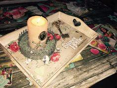 Bandejas de Madera con detalles especiales .                                                        Decorated wood trays