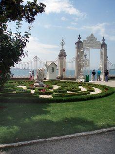 Jardines del Palacio Dolmabahce, Estambul, Turquía.