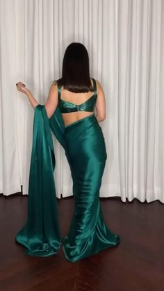 Party Wear Indian Dresses, Designer Party Wear Dresses, Indian Bridal Outfits, Dress Indian Style, Indian Fashion Dresses, Indian Designer Outfits, Saree Wearing Styles, Saree Designs Party Wear, Stylish Sarees
