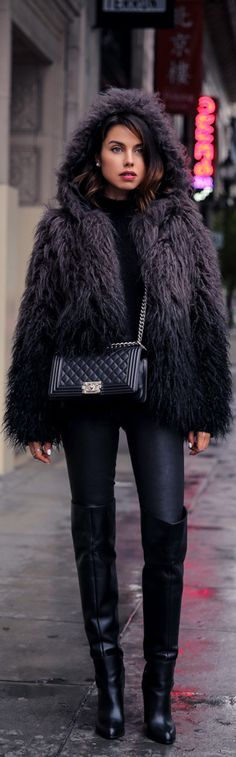 All Black Everything / Fashion by Vivaluxury