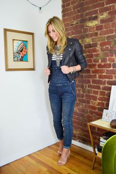 what tops to wear with overalls, how to style overalls, overalls outift