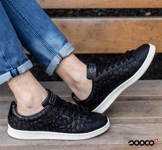 Met deze futuristische sneakers van Jack and Jones loop je lekker het weekend in!  https://www.sooco.nl/jack-jones-jfwbane-zwarte-lage-sneakers-31527.html