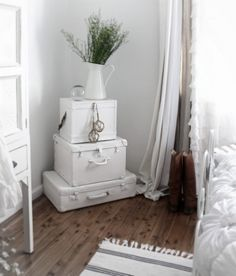 ❀༺♥༻chic beach cottage white painted coastal suitcases vintage