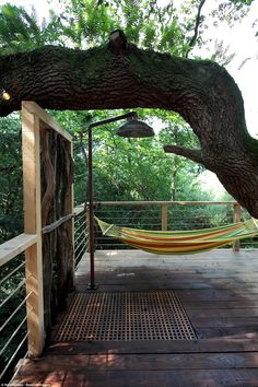On the outside deck guests can lay back and relax in the hammock - or be at one with natur. Outdoor Baths, Outdoor Bathrooms, Outdoor Showers, Treehouse Hotel, Luxury Cabin, Garden Whimsy, Architectural Features, Back Patio, Cozy Place
