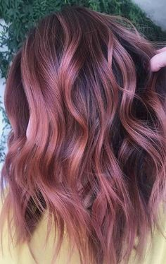 Cabelo Rose Gold, Cabelo Ombre Hair, Rose Gold Baylage, Hair Color And Cut, Cool Hair Color, Rose Gold Hair Brunette, Blonde Hair, Purple Hair, Wavy Hair