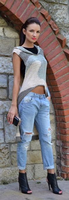 casual chic.. love the plain black crop with baggy jeans.
