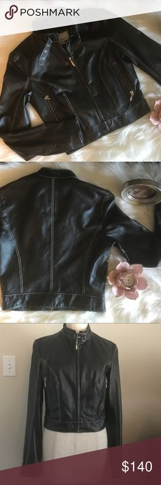 🎉 WILSONS BLACK LEATHER CROPPED MOTO JACKET SM 🎉 Beautiful black leather cropped moto jacket by Wilsons Leather Maxima | Fully lined |  White stitching | Metal hardware | Leather is soft and playable | Size small. Like new condition. Wilsons Leather Jackets & Coats