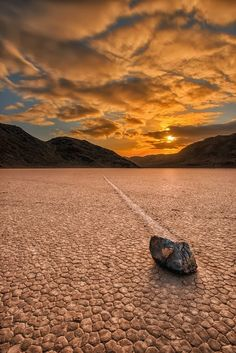 Tania Santafosta - Google+ - Rocas que se mueven solas en el Valle de la Muerte También…