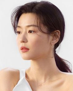 Girl Face, Up Girl, Jun Ji Hyun Makeup, Beauty Shoot, Hair Beauty, Korean Beauty, Asian Beauty, Jun Ji Hyun Fashion, Girl Actors