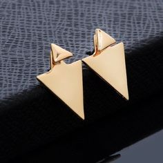 Asymmetric Triangle Earrings studs New Fashion Beauty Charm Asymmetric Triangle Earrings Ear Stud Jewelry  Material:Alloy Size:1.8cm/0.7inch*1.5cm/0.6inch  COLOR IS GOLD  Packing:1 * Ear Stud. Jewelry Earrings