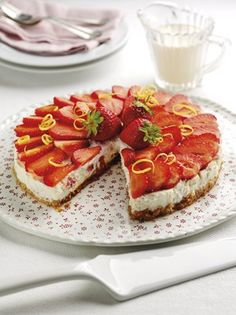 Italian strawberry cheesecake Strawberry Cheesecake, Strawberry Recipes, Health And Fitness Magazine, Breakfast Dessert, Treat Yourself, Food Inspiration, Easy Meals, Tasty, Sweets