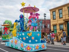SeaWorld Orlando has announced that its Sesame Street Party Parade will once again march through the streets of the park starting next month: Orlando Vacation, Orlando Resorts, Orlando Florida, Best Vacations, Disney Vacations, New York Landmarks, Seaworld Orlando, Sesame Street Party, Adventures By Disney