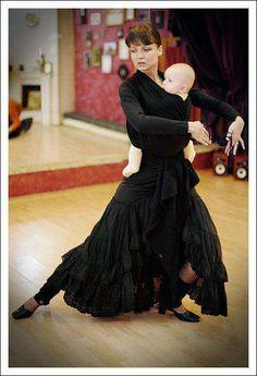 Babywearing while flamenco dancing. Beautiful. Photo found on: http://www.facebook.com/KanguOnline    awesomeness!
