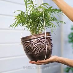 Blumentopf Idee - Erstaunlich … Blumentopf Idee Informations About Amazing … Flower Pot Idea Pin You can easily us - Diy Crafts Hacks, Diy Home Crafts, Garden Crafts, Garden Projects, Plant Crafts, House Plants Decor, Plant Decor, Home Plants, Pots For Plants