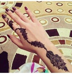 New Beautiful and Hot Mehndi Designs. Mehndi designs are considered the hottest trend in Women Fashion Industry around the world. Unique Mehndi Designs, Beautiful Henna Designs, Best Mehndi Designs, Mehandi Designs, Geometric Designs, Tattoo Henna, Henna Tattoo Designs, Henna Mehndi, Hand Henna