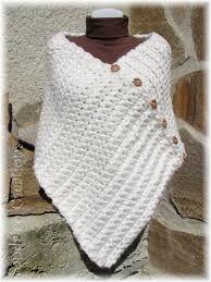 New Ideas Crochet Shawl Poncho Stitches Poncho Au Crochet, Poncho Knitting Patterns, Crochet Shawls And Wraps, Chunky Crochet, Crochet Baby Hats, Loom Knitting, Crochet Clothes, Knit Crochet, Tuto Tricot