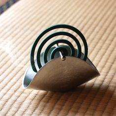 能作 錫100%蚊遣り・蚊取り線香 Diy Crafts Hacks, Diy Arts And Crafts, Cement Crafts, Clay Crafts, Ceramic Incense Holder, Pottery Shop, Japan Design, Pottery Designs, Diy Clay