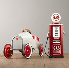 Vintage Gas Station Pump w/ Pedal Car Old Gas Pumps, Vintage Gas Pumps, Antique Toys, Vintage Toys, Station Essence, Pompe A Essence, Restoration Hardware Baby, Old Gas Stations, Kids Ride On
