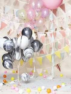 there are those marble balloons again - love them!