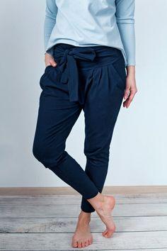 Czarne damskie spodnie MoreLove MANTRA (proj. MoreLove), do kupienia w DecoBazaar.com