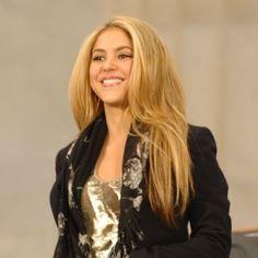 Shakira es SEGUNDA en el rankings de cantantes colombianos según @TheRanking.com http://trnk.in/10m