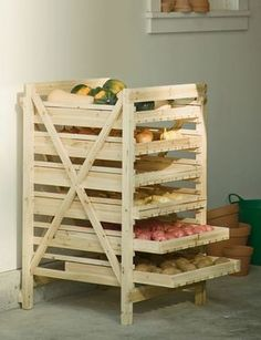 Orchard Rack - Vegetable Storage - Wood Storage Rack make this out of a pallet Diy Pallet Projects, Home Projects, Upcycling Projects, Pallet Diy Decor, Pallet Crafts, Vegetable Storage Rack, Produce Storage, Produce Stand, Fruit Storage