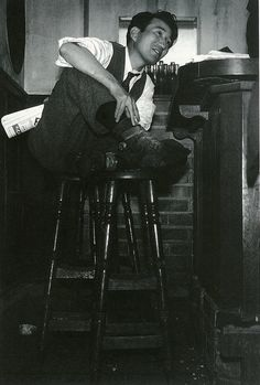 Osamu Dazai (太宰治) at Bar Lupin, Ginza photo by Tadahiko Hayashi (林 忠彦) Stray Dogs Anime, Bongou Stray Dogs, Japanese Bar, Old Photos, Vintage Photos, Japanese Literature, Dazai Osamu, Character Aesthetic, Light Novel