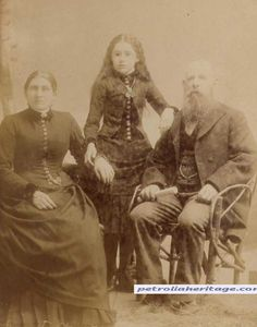 This site exists to discredit the idea of the Victorian standing post mortem photo. Post mortem photos do exist, but none of them are stand alone. Photo Post Mortem, Post Mortem Pictures, Memento Mori, Fotografia Post Mortem, Bodies, Post Mortem Photography, Interesting History, Before Us, Vintage Photography