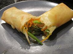 vegetable spring rolls (*for baking: oven, brush with a bit of sesame oil+rice vinegar, 15 minutes on one side, flip and or until golden. if skin tough, cover with damp paper towel when just out of the oven for a bit to crisp up) Vegetarian Spring Rolls, Vegetable Spring Rolls, Vegetable Recipes, Vegetarian Recipes, Healthy Recipes, Asian Recipes, Ethnic Recipes, Rolls Recipe, Oriental