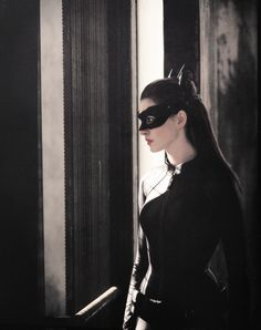Anne Hathaway as Catwoman in Batman: Dark Knight Rises she was BA, but classy. She wasn't just there because she was eye candy either. she played a major role in Gothams rescue. The Dark Knight Trilogy, The Dark Knight Rises, Batman The Dark Knight, Batman Dark, Christopher Nolan, Cosplay Gatúbela, Catwoman Cosplay, Christian Bale, Dark Knight Rises Catwoman