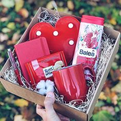 I ♥ U , Ich liebe Dich Je t& toi comme un fou Bonne Anniversaire ma cherie Cute Birthday Gift, Friend Birthday Gifts, Best Friend Gifts, Diy Gift Baskets, Gift Hampers, Christmas Gift Box, Homemade Christmas Gifts, Sweet Box, Diy Gift Box