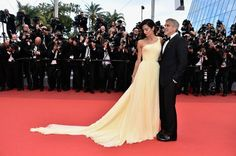 Amal Clooney desfila elegância ao lado do marido - Caras
