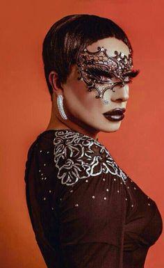 Raven, always such Fierce Makeup. Raven Rupaul, Raven Drag Queen, Drag Queen Costumes, Rupaul Drag Queen, Drag Queen Makeup, Baby Queen, Adore Delano, The Vivienne, Queen Fashion