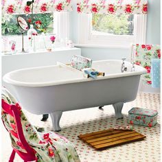 12 Beautiful Shabby Chic Bathroom Decor Designs You Can Do Yourself For Your Home Shabby Chic Home Accessories, Shabby Chic Mode, Shabby Chic Porch, Shabby Chic Kitchen Decor, Shabby Chic Style, Shabby Chic Furniture, Clothing Accessories, White Vinyl Flooring, Best Bathroom Flooring