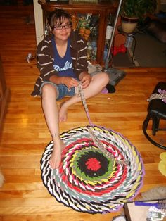 thethingswedoforloveandmoney.wordpress.com -  how to make a no sew rag rug