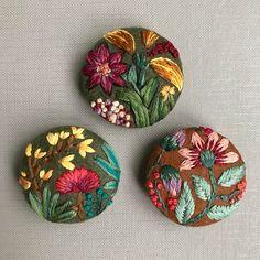 I ❤spring!   #embroidery #embroideryart #botanical #floral #natureinspired #textileart #fiberart #buttons #pin #brooch #nakis #broderie #bordado #elnakisi #studio #karakoy #maker #modernmaker #modernembroidery #stitch #handembroidery #DMCthreads #creamente