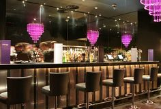 The Crescent Champagne Bar from http://LondonTown.com