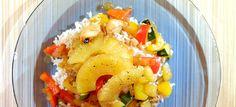 Rijst met zoete roerbakgroente en gegrilde ananas