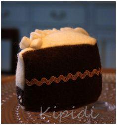 Felt cake / huopakakku Felt Cake, Desserts, Handmade, Crafts, Food, Tailgate Desserts, Deserts, Hand Made, Manualidades