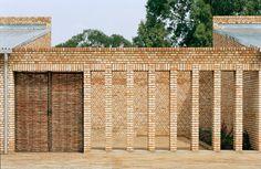 Klare Gliederung: Education Center Nyanza - DETAIL.de - das Architektur- und Bau-Portal