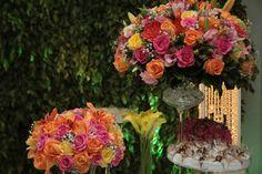 Arranjos da mesa de bolo coloridos