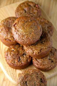 These delicious Flourless Morning Glory Muffins are gluten-free, refined sugar-free, dairy-free, oil-free and whipped up in the blender in under 5 minutes flat! Just add 2 TBSP of Brewers Yeast, and these will make a yummy lactation muffin! Healthy Muffins, Healthy Sweets, Healthy Baking, Healthy Snacks, Healthy Recipes, Protein Muffins, Diabetic Muffins, Skinny Muffins, Vegan Muffins