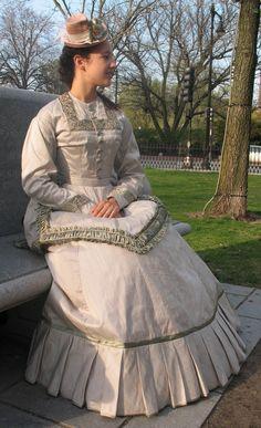 4484495_orig.jpg (390×640) lilliandunham.com 1870s silk dress