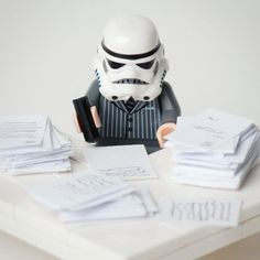 Lego Star Wars - Stormtrooper at the Office. Lego Star Wars, Star Wars Art, Star Trek, Lego Stormtrooper, Images Star Wars, Star Wars Pictures, Star Destroyer, Obi Wan, Legos