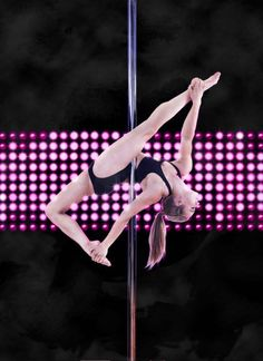 Oona Kivela pole dance