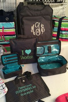 out of town! Thirty-One Gifts makes it easy to pack everything you need for your trip!Get out of town! Thirty-One Gifts makes it easy to pack everything you need for your trip! Thirty One Uses, Thirty One Fall, Thirty One Party, Thirty One Gifts, Thirty One Organization, Travel Organization, Organizing, Travel Set, Travel Style
