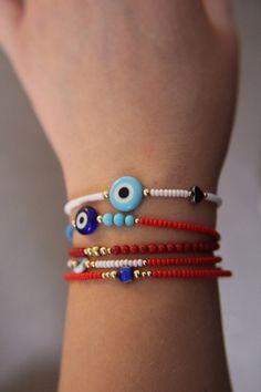 Beaded bracelets - Evil eye friendship bracelet Seed bead by HouseOfFifi on Etsy – Beaded bracelets Cute Bracelets, Handmade Bracelets, Bracelets For Men, Handmade Jewelry, Beaded Bracelets, Bead Jewellery, Beaded Jewelry, Jewelery, Evil Eye Jewelry