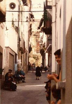 Avenida de la constitución: Aldeanueva de la Vera (Cáceres) 1983